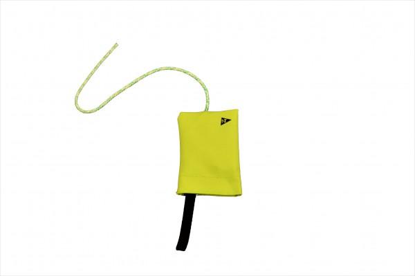 Protestflagge im grünen Stoffsack